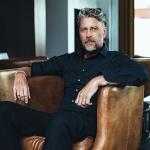 Olhando o Perfume Parte I: Entrevista Com O Designer De Frascos Lutz Herrmann